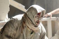 Eine verletzte Frau nach einem Luftschlag der Regierungsstreitkräfte.
