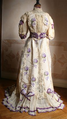 I adore the blend of lilac hues set atop a cream background at work on this beautiful Edwardian dress from 1904. #dress #Edwardian #fashion #clothing #costume #1900s #vintage #purple
