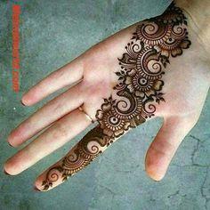 Henna Palm Designs, Mehendi Designs For Kids, Round Mehndi Design, Pretty Henna Designs, Modern Henna Designs, Henna Tattoo Designs Simple, Arabic Henna Designs, Beginner Henna Designs, Back Hand Mehndi Designs