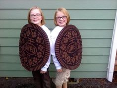 Double stuffed Oreo twin costumes shared by www.twinsgiftcompany.co.uk