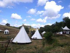 campismo em tendas de índios    //      teepees camping