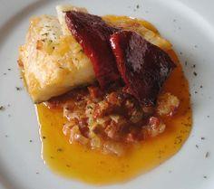 De segundo, un plato contundente que casi puede ser plato único: Lomos de bacalao con chorizo y pimientos.   http://blog.cosasderegalo.com/2013/11/receta-de-lomos-de-bacalao-con-chorizo-y-pimientos/