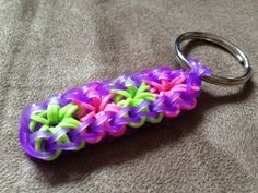 Loom Bands Designs, Loom Band Patterns, Rainbow Loom Patterns, Rainbow Loom Keychain, Rainbow Loom Charms, Rainbow Loom Bands, Rainbow Loom Bracelets, Rubber Band Crafts, Rubber Bands