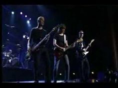 THE PRETENDERS - IN THE MIDDLE OF THE ROAD (LIVE @ LA).