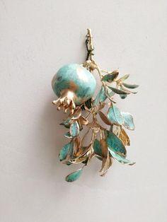 Jewelry Art, Vintage Jewelry, Jewelry Accessories, Jewelry Design, Bijoux Art Nouveau, Branch Art, Motifs Animal, Grenade, Art Object
