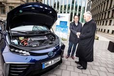 Germany: First Toyota Mirai delivered to its customer