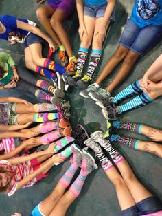 Maybe to ask all the kids to wear a funky pair of slippers to the party. Rock Climbing Party, Party Rock, Party Animals, Animal Party, Kids Boho Party, Birthday Fun, Birthday Ideas, Pacaya, Horse Party