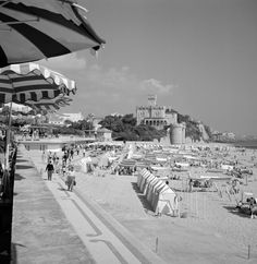 Estoril, praia do Tamariz, anos 50 Great Memories, Vintage Photographs, Lisbon, Portuguese, Old Photos, The Good Place, Surfing, The Incredibles, Ocean