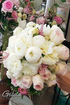 Gisela - Αποξήρανση ανθοδέσμης Wedding Decorations, Floral Wreath, Parties, Wreaths, Weddings, Flowers, Fiestas, Floral Crown, Door Wreaths