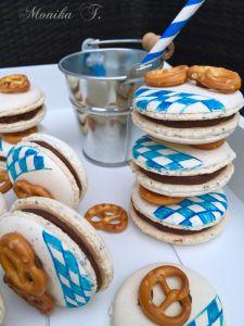 Macarons mit Brezel und Bayrische Flagge. Mit Ganache und Karamell