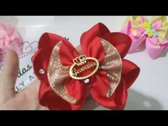 Laço Geovana - YouTube Making Hair Bows, Diy Hair Bows, Diy Bow, Bow Hair Clips, Kanzashi Tutorial, Hair Bow Tutorial, Fabric Bows, Ribbon Bows, Newborn Hair Bows