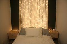 Weihnachtsbeleuchtung im Schlafzimmer gardinen bett kerzen nachttische