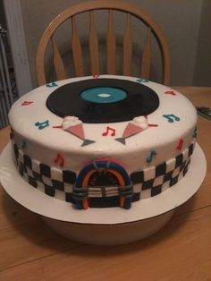 50s rock and roll cake - 50s theme cake.  fondant jukebox, record, and ice cream floats.  fondant checkered sides.  buttercream frosting.