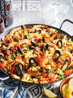 Food Network Recipes 28790 At Ricardo, we love paella, this festive dish based on rice and saffron traditionally cooked over a wood fire. Seafood Pasta, Fish And Seafood, Shrimp Pasta, Food Network Recipes, Cooking Recipes, Cooking Pork, Ricardo Recipe, Pasta Carbonara, Shrimp Recipes