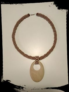 """Dutinka """"Filipka"""" Ručně šitý náhrdrlník s přívěskem z filipínského dřeva"""