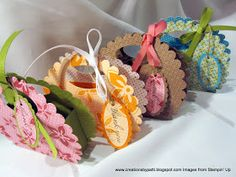 Creations by Patti: Scallop Island Oasis Purses (made from paper) So cute for a tea party, bridal shower or favor for a little girl's birthday guests 3d Paper Crafts, Paper Gifts, Diy Paper, Foam Crafts, Paper Art, Paper Purse, Diy Gift Box, Gift Boxes, Envelope Punch Board