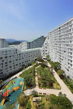 designed by frits van dongen, the gangnam A5 housing block in seoul has won the prestigious korean architecture award (KAA) in the category of collective housing. the building complex — located in seoul's infamously affluent gangnam district — offers affordable public housing for low income families. the neighborhood represents a combination of dutch housing traditions presented in a korean context, and is therefore unique for korean standards in residential architecture.