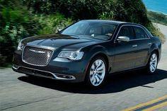 Veja a ficha técnica completa do Chrysler 300 C V6...