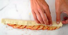 Woman Wraps Some Apple Slices Inside a Puff Pastry. It's Almost To Beautiful To Eat – Looks yummy - Trend Apple Desserts, Köstliche Desserts, Delicious Desserts, Dessert Recipes, Yummy Food, Apple Recipes, Puff Pastry Recipes, Looks Yummy, Apple Slices