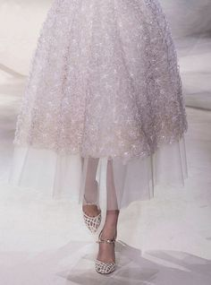 Giambattista Valli Haute Couture. :I'll have that dress,with a side order of those ankles,please. :-)