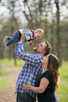 Love this family image from a 6 month baby stage outdoor session. Great way to capture the family naturally and have some fun at the same time. Sunny S-H Photography