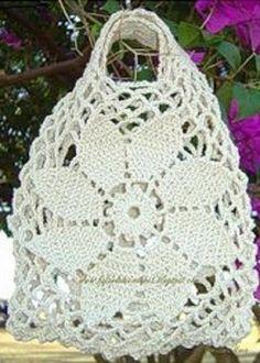 """Voici un joli sac à réaliser au crochet pour faire ses courses , en couleur blanc , brun ou bleu , en suivant sa grille gratuite , proposé par """" PNPG.NET """" , orné d'une belle fleur de 8 pétales ! Sa grille gratuite Je souhaite un bon crochet à toutes..."""