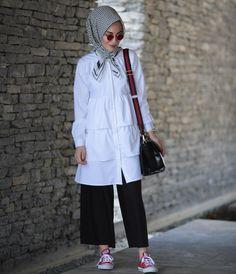 """2,091 Beğenme, 189 Yorum - Instagram'da k a d r i y e b a s t u r k (@kadriyebasturk): """"Nasıl güzel bir kombin olduFırfırlı gömlek kısa crop pantolon #yenisezon #kadriyebasturk"""""""