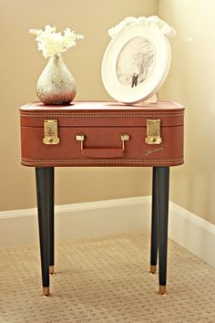 DIY Awesome Vintage Suitcase Table
