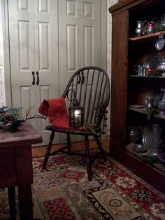 This post about elegant colonial interiors was like a trip down memory lane. In my early I was in love with primitive colonial decor. Colonial Bedroom, Colonial Home Decor, Colonial Decorating, Decorating Ideas, Colonial Furniture, Country Furniture, Holiday Decorating, Decor Ideas, Prim Decor