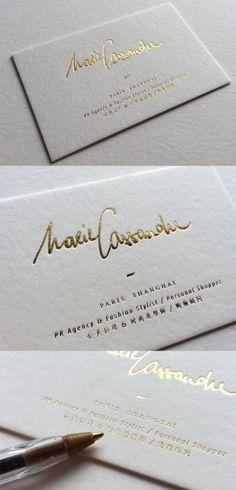 Te enseñamos los tipos de papeles y técnicas recomendadas para hacer unas tarjetas personales elegantes y modernas que proyecten profesionalismo.