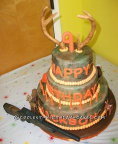 Coolest Camo Hunting Cake... This website is the Pinterest of birthday cake ideas