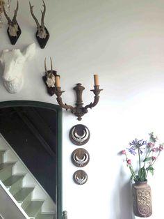 15 ideeën om een lege muur te veranderen- hertengewei Stairs, Flooring, Blog, Mirror, Furniture, Home Decor, Stairway, Decoration Home, Room Decor