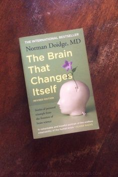 Norman Doidge is a psychiatrist, psychoanalyst, and brain researcher, and he's taking it upon himself to educate the world on the science of neuroplasticity. The Brain That Changes Itself teaches us that our brains aren't immutable lumps. Book Club Books, Book Lists, Good Books, My Books, Reading Books, Best Science Books, Brain Science, Brain Food, Malcolm Gladwell