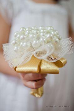 Casamento feito à mão: Buque de pérolas para daminha