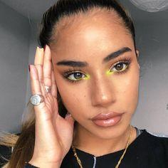 Yellow eye makeup, rings make up yellow Yellow eye makeup, rings - Cute Makeup, Glam Makeup, Pretty Makeup, Skin Makeup, Makeup Inspo, Eyeshadow Makeup, Makeup Art, Makeup Inspiration, Casual Eye Makeup