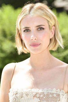 Emma Roberts attends the Christian Dior Haute Couture Fall/Winter 20182019 show as part of Haute Couture Paris Fashion Week on July 2 2018 in Paris. Cool Short Hairstyles, Layered Bob Hairstyles, Summer Hairstyles, Wedding Hairstyles, Bob Haircuts, Japanese Hairstyles, Korean Hairstyles, Summer Haircuts, Men Hairstyles