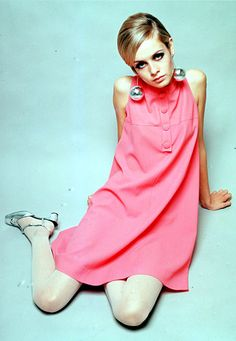 """""""Twiggy"""" is one of my favorite fashion models. She is a fashion icon in the Women looked to supermodels like twiggy for fashion rather than the social elite. Her nickname was twiggy because her thin build. She is also known for androgynous look. Mod Fashion, 1960s Fashion, Fashion Models, Vintage Fashion, Fashion Outfits, Female Fashion, Fashion Idol, Fashion Women, Style Fashion"""