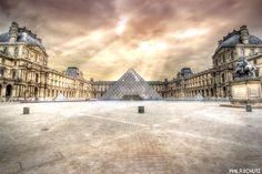Cette nuit, j'ai fait des essais de lumières, bref, ça marche pas à tous les coups :P (Musée du Louvre - Paris)