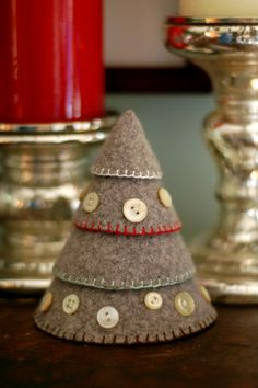 Stacked felt Christmas tree. I need to learn that edge stitch