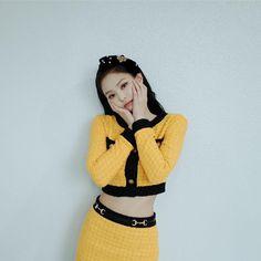 Your source of news on YG's current biggest girl group, BLACKPINK! Blackpink Jennie, Yg Entertainment, South Korean Girls, Korean Girl Groups, Divas, My Little Beauty, Rapper, Blackpink Members, Black Pink