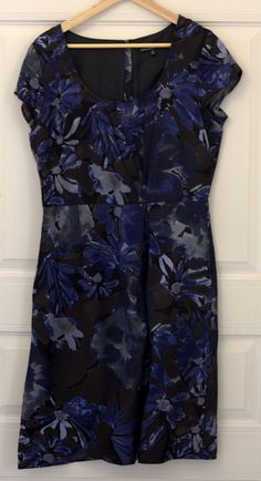 BANANA REPUBLIC Mad Men Collection dress. Blue floral print. Size US 10. In Excellent condition, only worn once. Price - 1000 CZK.