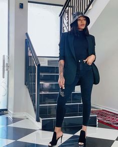 Blazers are versatile and a great way to make any outfit more elegant and there are a million ways to wear one. Dope Fashion, Curvy Fashion, Womens Fashion, Fashion Killa, Stylish Outfits, Fashion Outfits, Swag Outfits, Work Outfits, Fashion Clothes