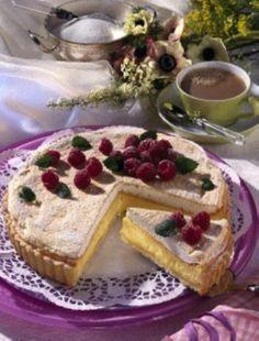 Vanille-Joghurt-Tarte Rezept: Mehl,Backpulver,Zucker,Salz,Butter/Margarine,Eier,Form,Vanille,Sahnequark,Öl,Kochen,Flüssigkeit,von,Zitrone,Arbeitsfläche,Puderzucker,Verzieren