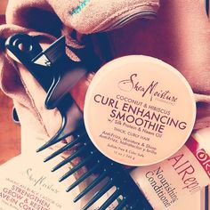 Yeah! My new blog about my hair Washing Routine is online! Go check it out. Link in Bio  #harenwassen #cowash #twistout #kroeshaar #moisturizen #bevochtigen #conditioning #washingday #haircare #haarverzorging #ors #sheamoisture #haarvoeding #hairfood #blackhair #type4haar #type4hair #krullen #krullendhaar #curlyhair #curls #natuurlijkeverzorging #naturalhair #naturalcare #curly #coilyhair #kinkyhair