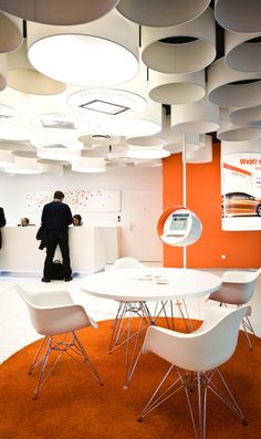 Built by Medusa Industry in Lubliniec, Poland with date Images by Agnieszka Wawro. The new interior standard of ING Bank Slaski outlets in Poland is a victorious competitive work created by the Medusa. Bank Interior Design, Interior Exterior, Interior Design Inspiration, Interior Architecture, Workplace Design, Corporate Design, Retail Design, Space Interiors, Office Interiors