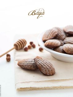 Madalenas de Cacau, Avelãs e Mel | • Cocoa Madeleines with Hazelnuts and Honey | Doces do Bosque