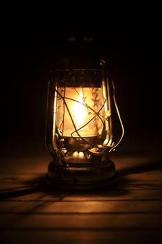 Old Lanterns, Old Candles, Lanterns Decor, Camping Lamp, Aesthetic Light, Lantern Lamp, Dark Photography, Night Lamps, Lights