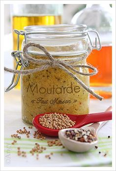 Homemade Mustard (in French) Homemade Mustard, Cuisines Diy, Cuisine Diverse, Marinade Sauce, Mason Jar Meals, Food Club, Gourmet Gifts, Simply Recipes, Jar Gifts