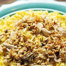 Ιδιαίτερο πιλάφι, πολύ εντυπωσιακό λόγω του ξανθού λαμπερού χρώματος που παίρνει απο το σαφράν. Επιπλέον, ευγενική γεύση και υπέροχη υφή λόγω των ξηρών καρπών Rice Dishes, Dessert Recipes, Desserts, Greek Recipes, Fried Rice, Food And Drink, Vegetarian, Cooking, Ethnic Recipes