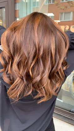 Golden Copper Hair Color, Copper Highlights On Brown Hair, Copper Brown Hair, Warm Brown Hair, Hair Color Highlights, Brown Hair With Copper Highlights, Golden Red Hair, Copper Balayage, Ginger Hair Dyed